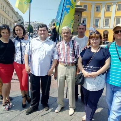 ruhivske-more-idej-ta-praporiv-nakrylo-odesu-i-napovnylo-yiyi-chornovolivskym-duhom-5