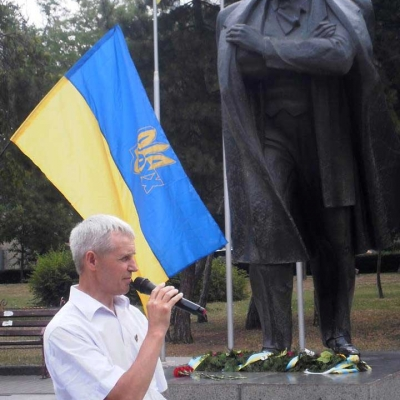 ruhivtsi-vidznachyly-den-konstytutsiyi-ukrayiny-bilya-pam-yatnykiv-tarasu-shevchenku-ta-vyacheslavu-chornovolu-6