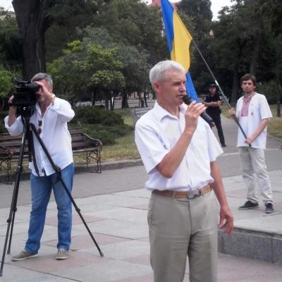 ruhivtsi-vidznachyly-den-konstytutsiyi-ukrayiny-bilya-pam-yatnykiv-tarasu-shevchenku-ta-vyacheslavu-chornovolu-8