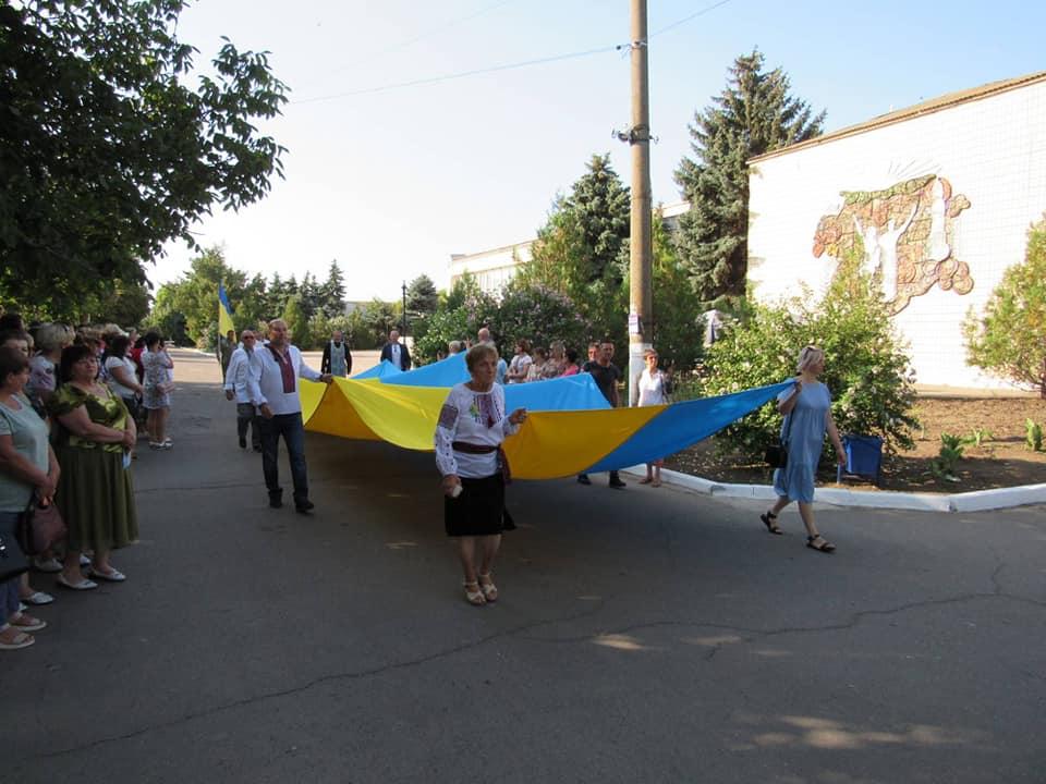 na-berezanshhyni-za-intsyatyvy-narodnogo-ruhu-ukrayiny-vidkryly-monument-ukrayina-1