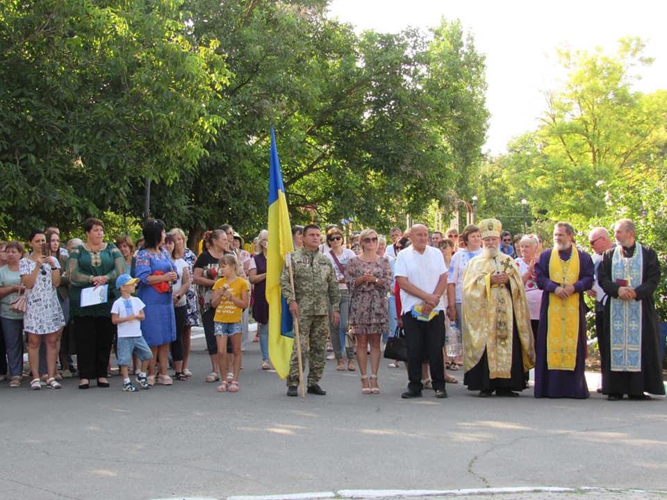 na-berezanshhyni-za-intsyatyvy-narodnogo-ruhu-ukrayiny-vidkryly-monument-ukrayina-3